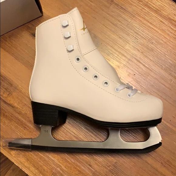 Other - Girls ice skates/figure skates. NWT.